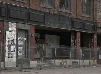 «Le Maysen Pub tombe»