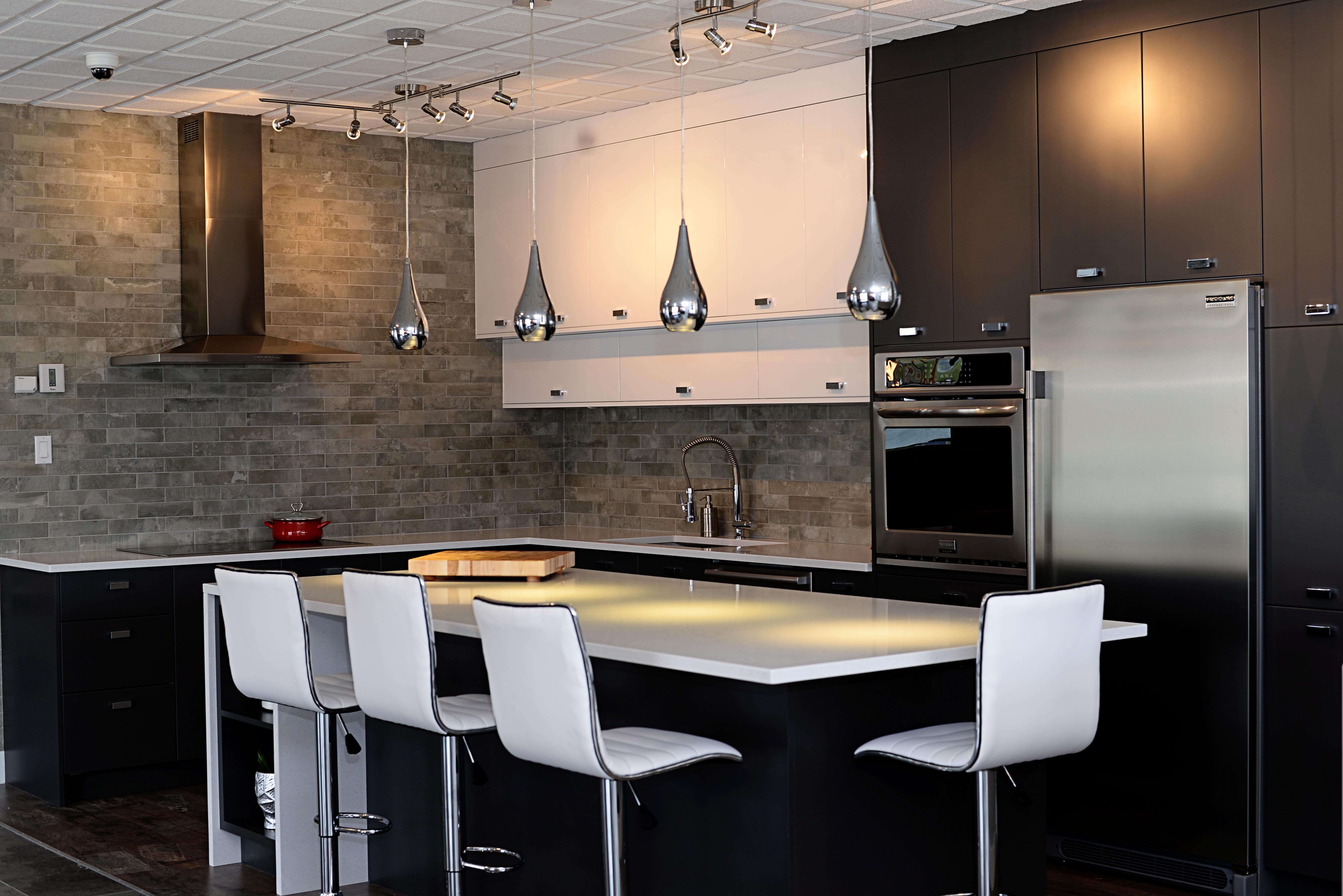 Alliance cuisine modulaire ouvre dans le secteur rock for Cuisine minimaliste