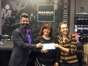 Sur la photo, Jean-François Nadeau (Cogeco Media), Vickie (Maximus XL) et Marie-Eve Devost (Commerce Shebrooke)