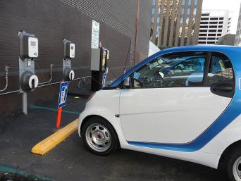 Quotas de vente de véhicules électriques: des concessionnaires automobiles nerveux
